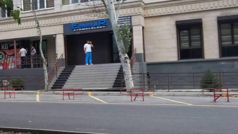 Бишкекчанин интересуется, законна ли установка ограничителей парковки на улице Айтиева №17/1?