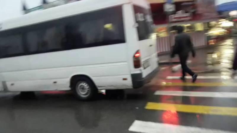 Возле Аламединского рынка водители маршруток не соблюдают ПДД, - горожанин