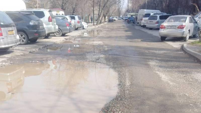 Бишкекчанин: Когда приведут порядок на перекрестке Уметалиева-Чокморова?