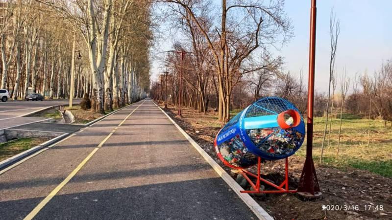 На протяжении всей новой аллеи по проспекту Чынгыза Айтматова нет мусорных урн, - горожанин (фото)