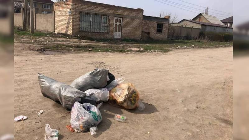 Жители Арча-Бешике жалуются, что из-за режима ЧП не вывозят мусор