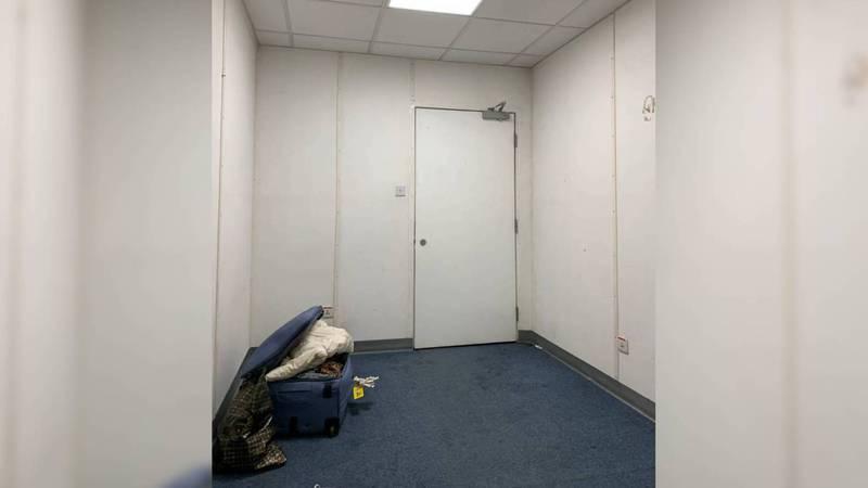 Кыргызстанка, прилетевшая из Испании, пожаловалась на условия содержания в карантине. Фото
