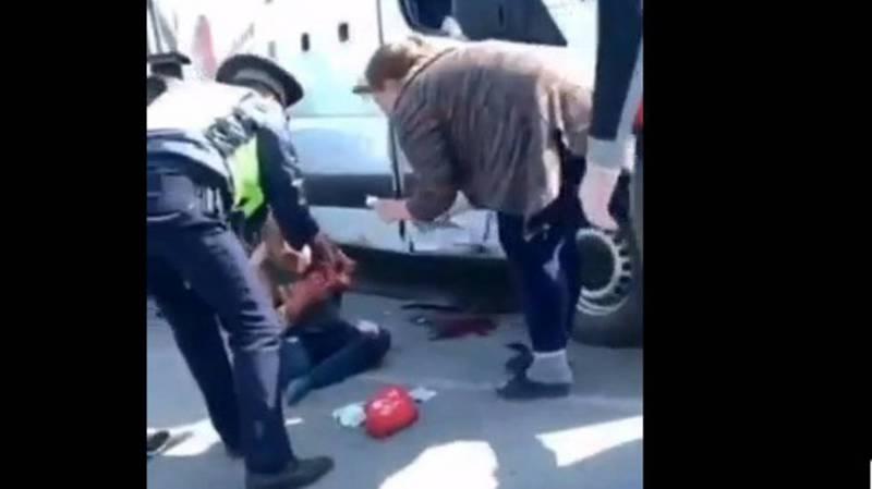 В Бишкеке столкнулись микроавтобус и Портер. Видео