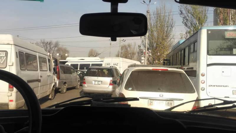 На Чуй-Фучика не работает светофор (фото)