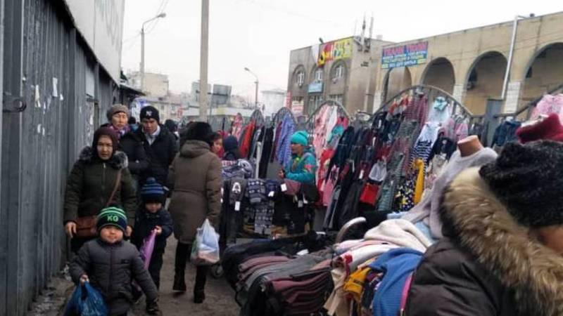 Фото — Стихийная торговля на Ошском рынке