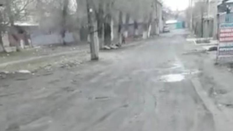 Жительница просит засыпать щебнем дорогу на улице Уральской. Видео
