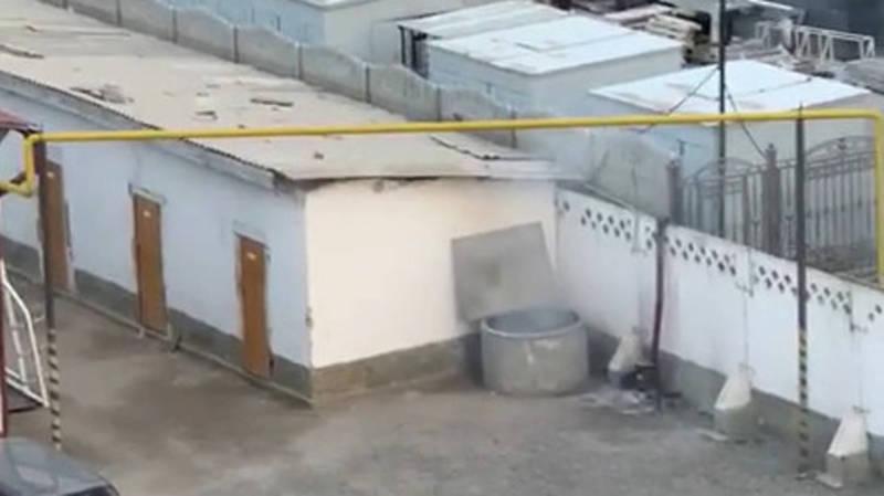 На территории Нацгвардии сжигают мусор. Видео