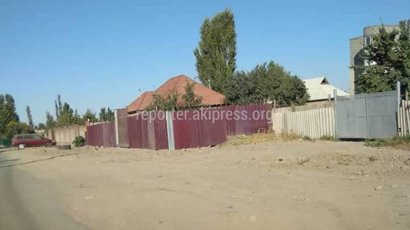 Не вышли ли за границы своих территорий ограждения домов на двух улицах в селе Нижняя-Арча?