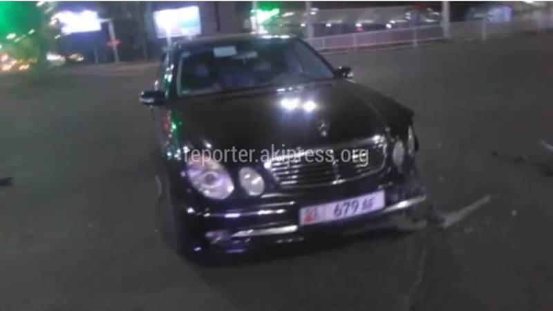 В центре Бишкека столкнулись служебная машина ГУОБДД и «Мерседес» (фото, видео)