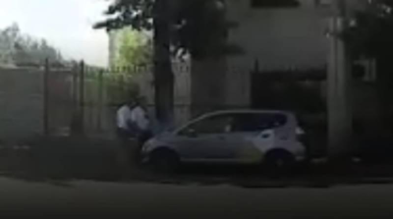 Бишкекчанин интересуется, законно ли на Молодой Гвардии–Жибек Жолу стоят сотрудники УОБДД?