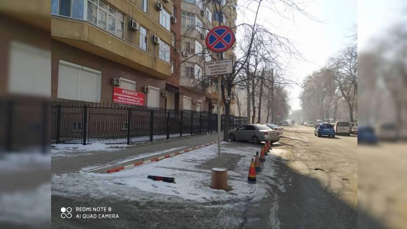 На парковке на Фрунзе-Абдымомунова запрещают стоянку, законно ли это?
