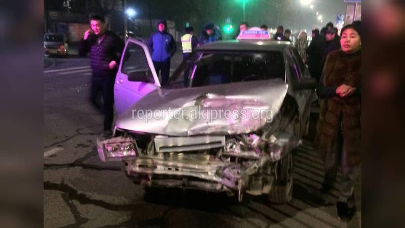 На Ден Сяопина столкнулись три автомашины. Фото