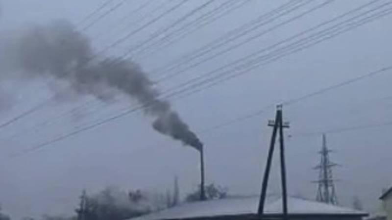 На Л.Толстого каждый день из трубы неизвестного объекта идет густой дым (видео)