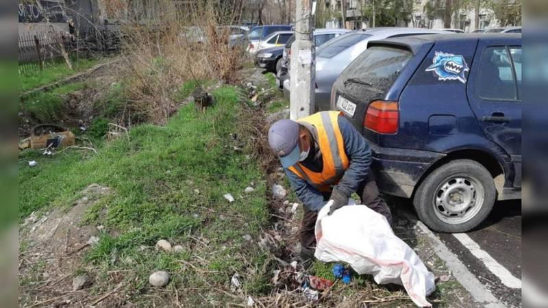 Арык на Турусбекова-Чокморова очистили от мусора