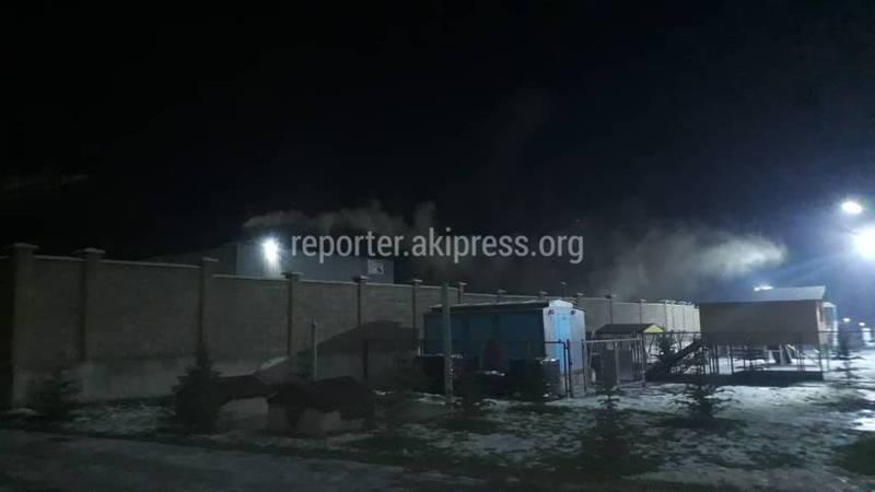 Горожанин жалуется на черный дым, выходящий из труб павильона на улице Анкара (фото)