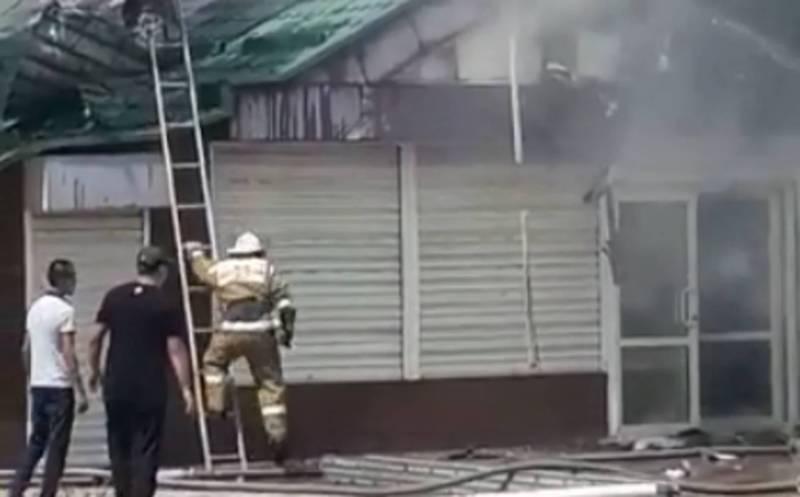 Видео — В городе Токмок горит кафе «Берёзка»