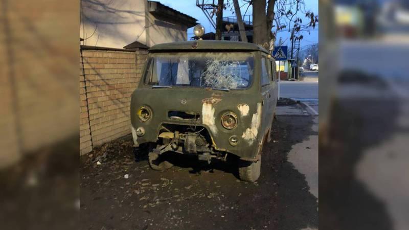 На Тыныстанова-Баялинова больше года стоит брошенная машина. Фото