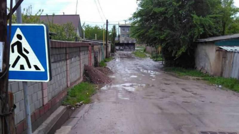 Житель жилмассива Касым просит заасфальтировать улицу Маданият. Видео, фото