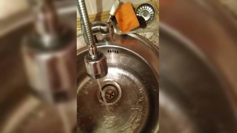 В нескольких квартирах дома №162 по ул.50 лет Киргизии в Беловодском напор воды очень слабый, - житель