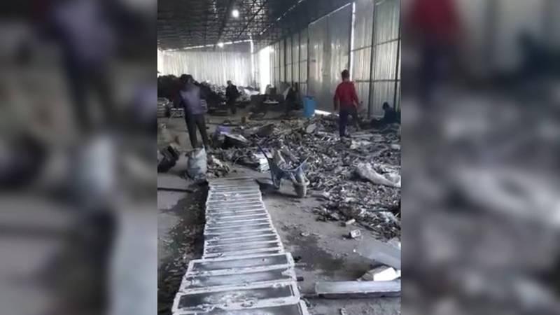 Бишкекчанин жалуется на работу цеха по производству алюминиевых сплавов. Видео