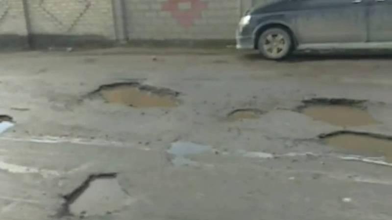 На недавно отремонтированном асфальте на ул.Аул уже появились ямы, - бишкекчанин
