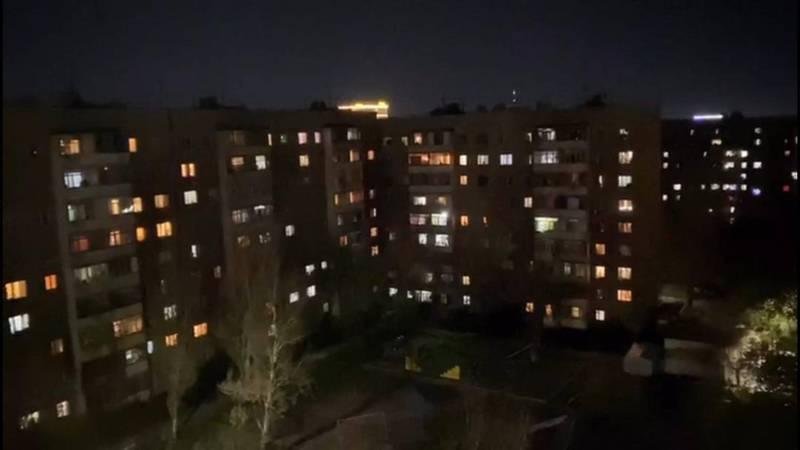 Видео — Свист и крики. Жители многоэтажек Бишкека во время комендантского часа