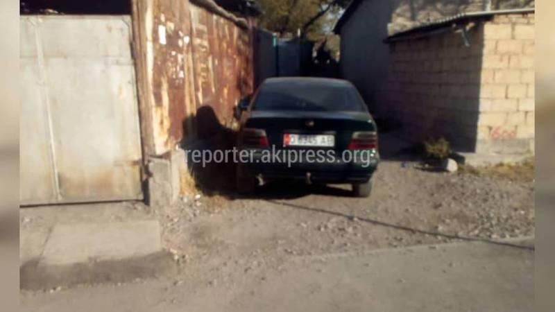 «Мерседес» заблокировал переулок Заречного (фото)