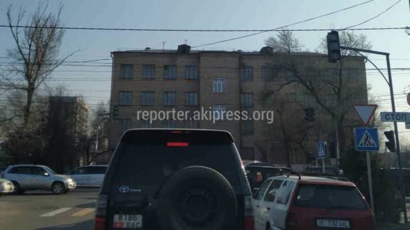 В Бишкеке на Ахунбаева-Матросова не работает светофор (фото)