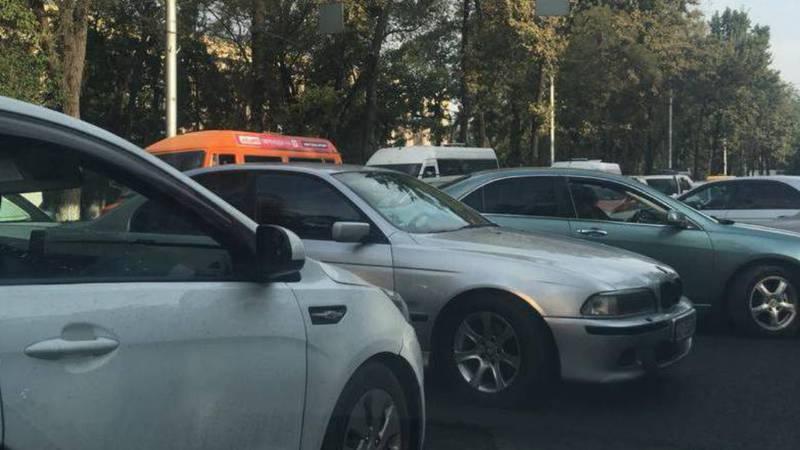 На Ч.Айтматова - Джаманбаева каждый день машины стоят 40 минут из-за пробки