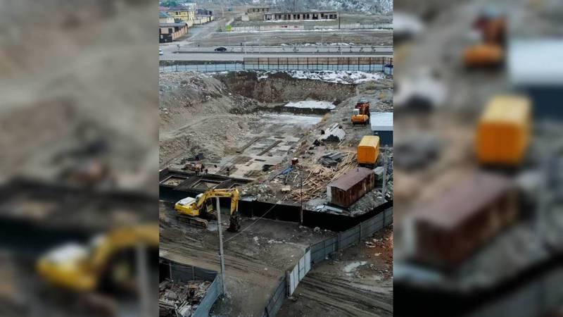 Бишкекчанка обеспокоена тем, что в 12 мкр дом возводится близко к воде