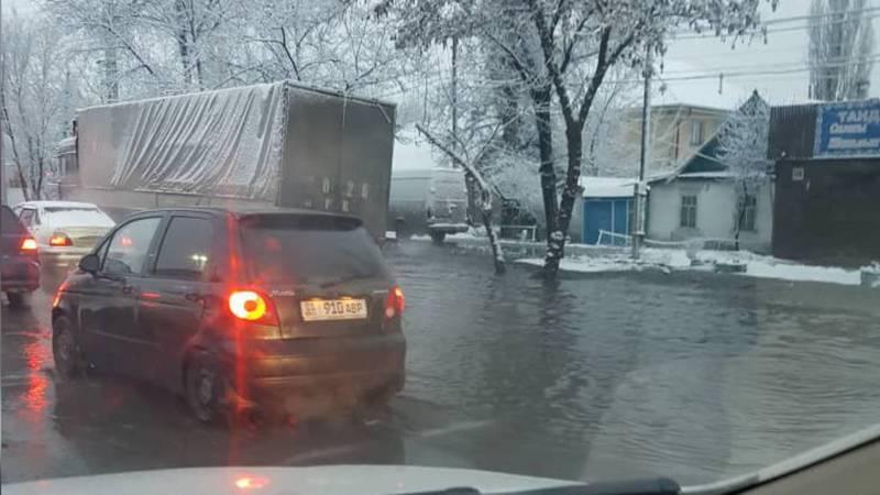 В Новопавловке затопило улицу Фрунзе. Фото