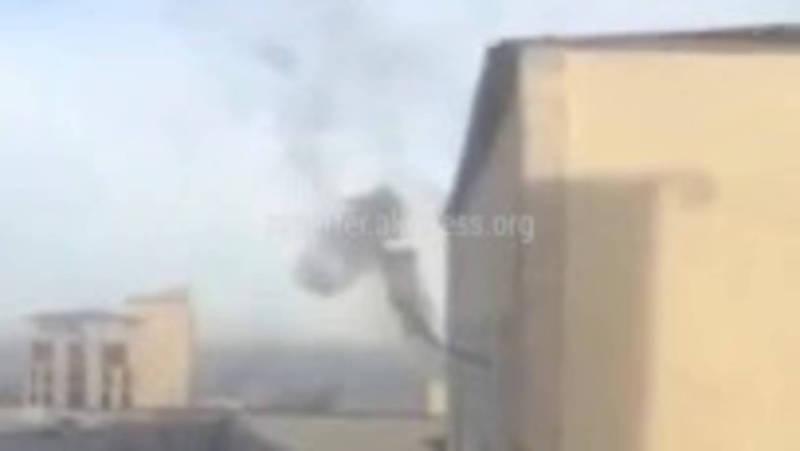 В здании ЦУКС МЧС дымоход вывели через окно? (видео)