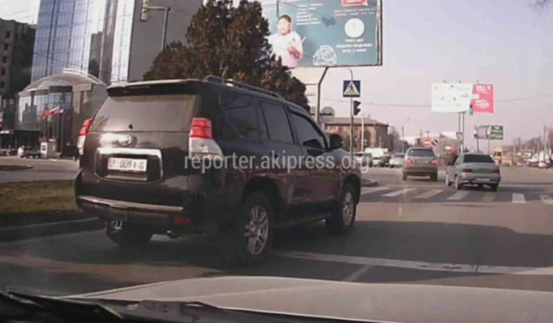 На Ибраимова ехала полностью тонированная «Тойота Прадо» с замазанной буквой «А» на госномере (видео)