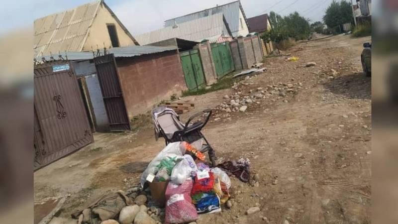 В жилмассиве Алтын-Ордо ОсОО «Комтранском» увозит мусор не вовремя