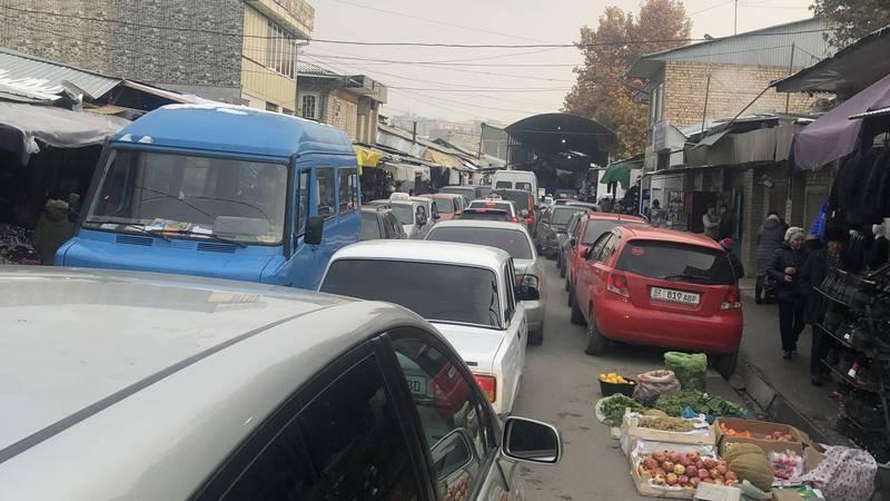 Вокруг центрального рынка в Оше не соблюдаются ПДД, - горожанин (фото)