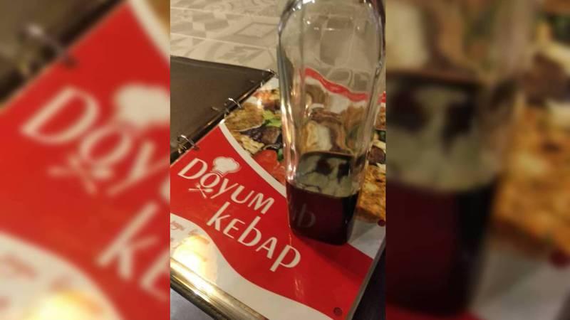 В кафе «Doyum Kebap» подают заплесневелый соус, - посетитель