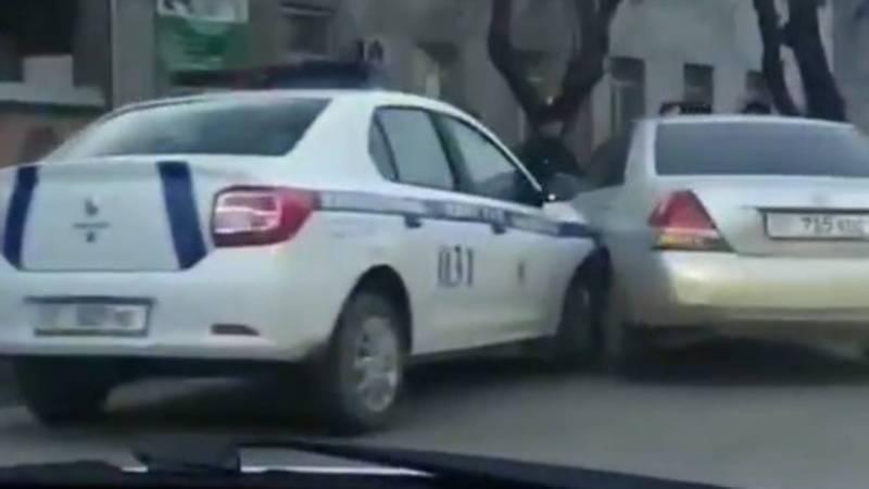 В Бишкеке патрульная машина попала в ДТП. Видео
