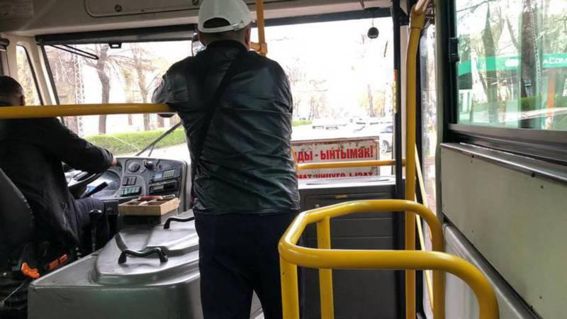 Автобус №35 обслуживает частная компания, - мэрия о том, почему в одном из автобусов нет турникета